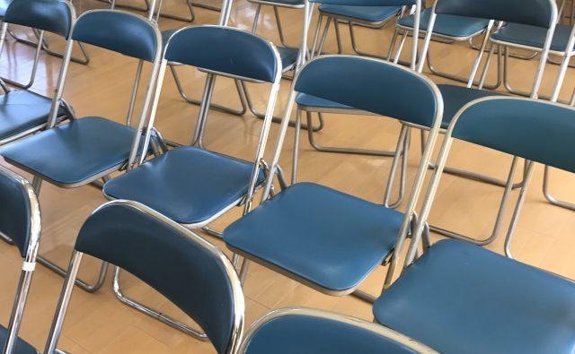 たkさんの椅子